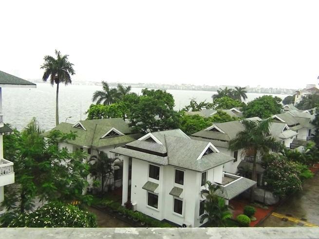 タイ湖の畔にある落ちついたCOCOのVilla(一戸建て)タイプの佇まい