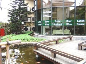 敷地内には日本食レストランもあります