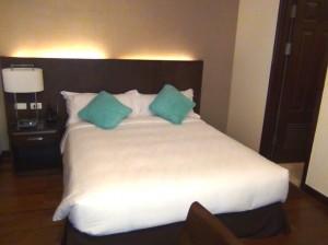 Fraser Suites 1ベッドルームのメインベッドルーム