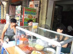 日曜日の朝は「ご飯屋さんでおしゃべり」がベトナムの基本スタイルです