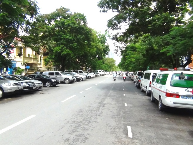 前の通りはハノイの目抜き通りLy Thuong Kiet 通り