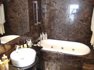 主寝室につながる浴室