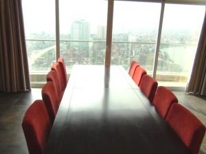 ダイニングテーブルから見えるシティービュー