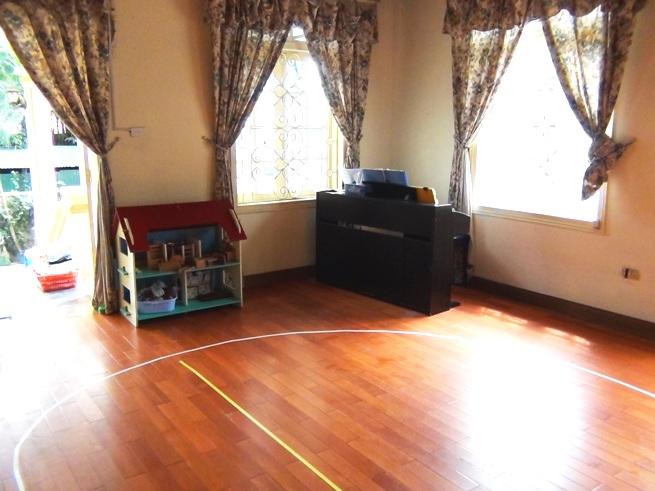 綺麗に掃き清められた教室内。先生方の熱意が伝わる気持の良いお部屋ばかりでした