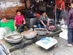 「リンラン市場」には魚もたくさんあります