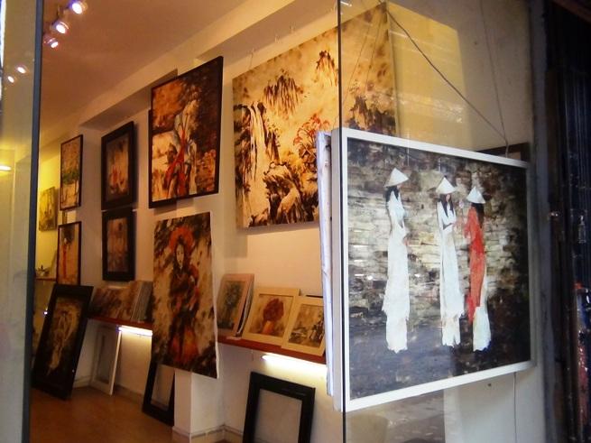独特なベトナム人による絵画のお店「街中にこんな画廊がたくさん点在しています」