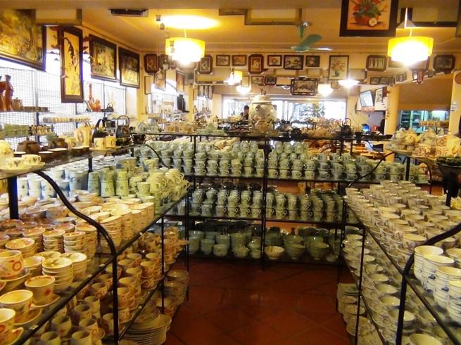 バチャン村の日本人向けのお店
