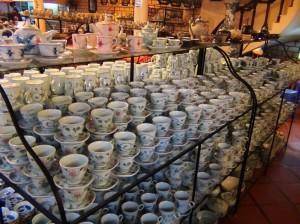 バチャン村の陶器店「結構そそられる品々ばかりです」