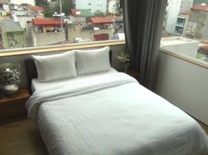 旧市街地を見下ろす気持の良い最上階のベッドルーム