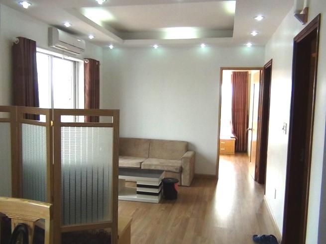 2ベッドルームのリビング「窓とベランダから差し込む明かりがまぶしいお部屋です」