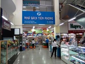 スーパー以外にいろんなお店があります