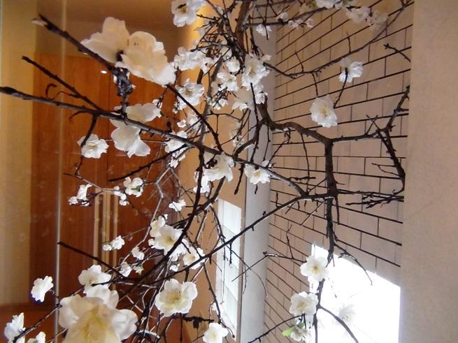 室内にさりげなく置いてある桜のオブジェ