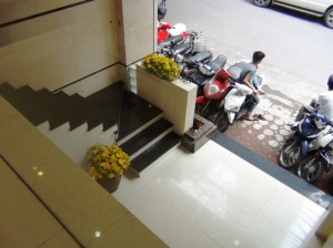 2階のオフィススペースへのアプローチ階段