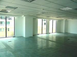 バルコニーの付くオフィススペースもあります(3フロアに1フロア)