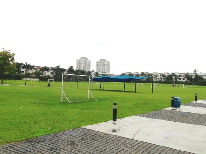 UNISの大運動場「全て芝生でした。理想的なグラウンドです」