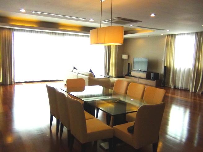 Fraser Suites21階のペントハウスなのでどの窓からでも明るい光が差し込みます