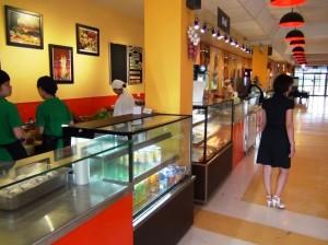食堂内にある売店「パンからサンドウィッチ、西洋スタイル、東洋スタイルの食事を選べる仕組みになっています」