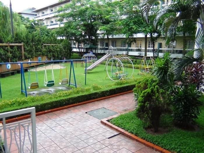 1ベッドルーム玄関脇の緑地公園