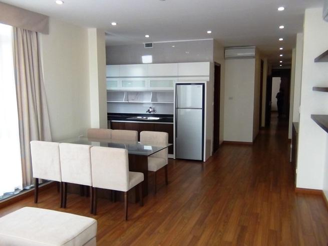 新築のサービスアパートです「110㎡の広い部屋ですのでリビングに2台のエアコンを設置しています」