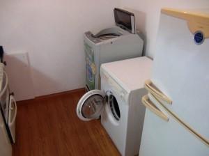 1ベッドルームのキッチン裏にある家電製品たち