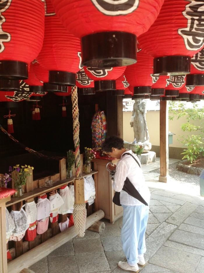 母親と京都の釘抜き地蔵さんへ「おかん、もう体の釘抜こう思わんと、これからは楽に楽しく過ごしてください」