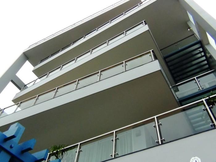 各階のバルコニーの確度を微妙に変えてメリハリを出している設計