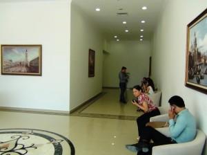 1階レセプション付近の待合スペース