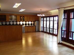 2階のダイニングキッチンスペース「食器洗浄機もついています」