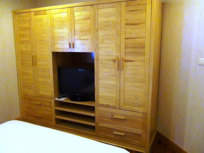 ベッドルームには壁面一杯の収納スペースが標準装備です