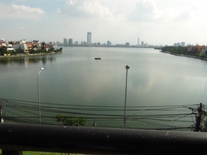 バルコニーから望むタイ湖の景色