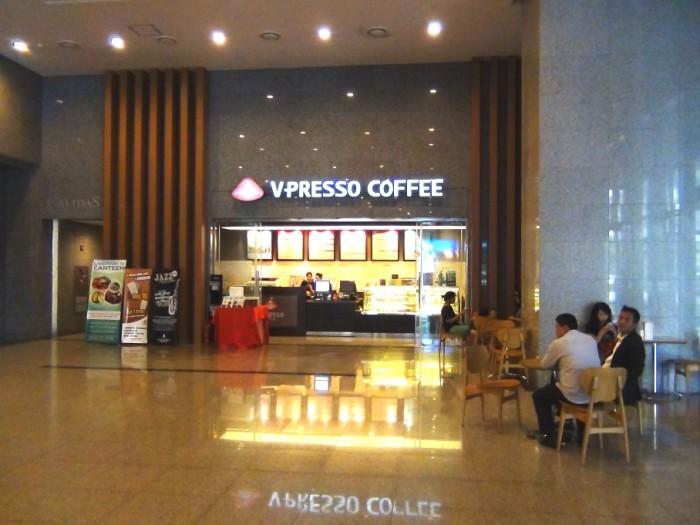 1階エントランススペースにあるカフェ