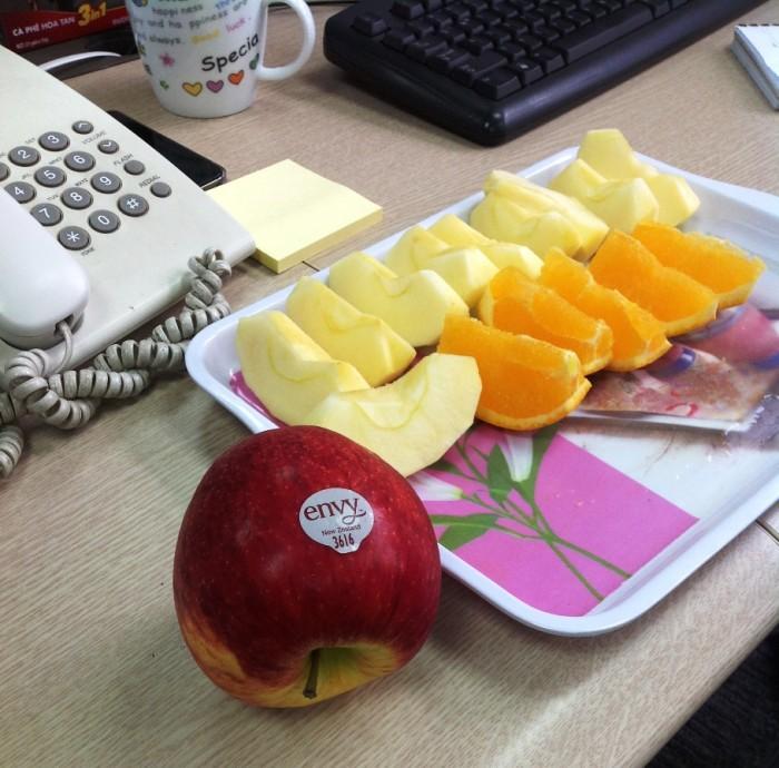 事務所に買って帰り、スタッフで食べました「やっと安心なリンゴをハノイで食べることができます」