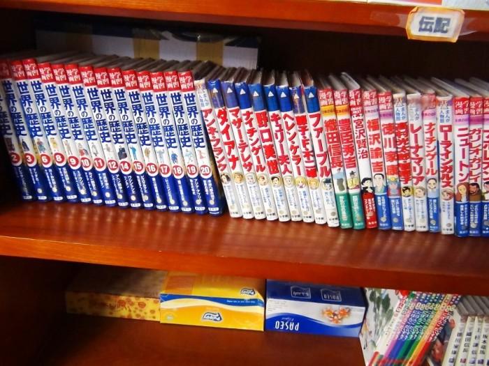 「世界の歴史」や伝記本まで、子供の時しか読めないような本が並んでいます