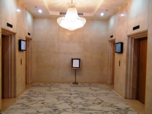 エレベーターホール「4基あります」