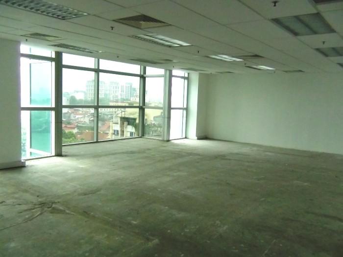 100㎡のオフィススペース「これが標準の提供オフィスサイズになります」