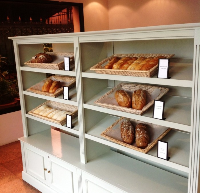 Hanoi Hilton Opera Hotel1階にあるカフェの隣にあるパン屋さん