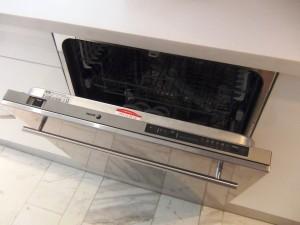 食器洗浄機がビルトインでついています