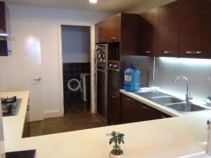 キッチンスペース「奥にランドリースペースがあります」