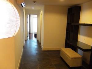 リビングスペースとベッドルームとは大きな廊下を挟んでセパレートになっています