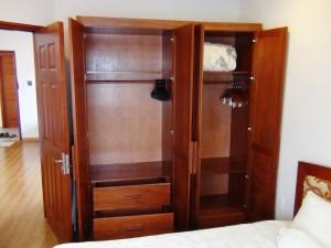 1ベッドルーム主寝室にあるクローゼット