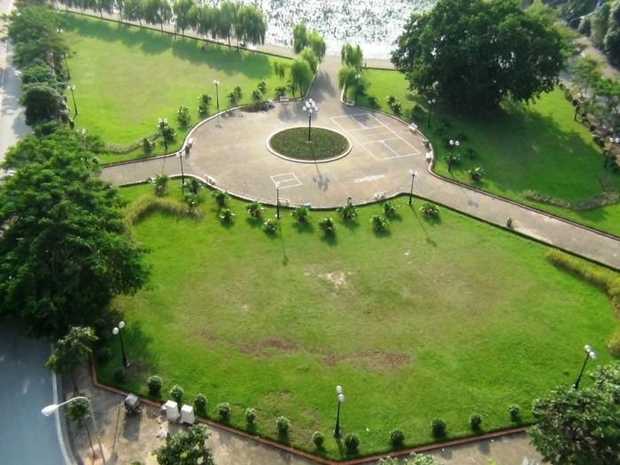 目の前の緑地「蓮池と合わせて風光明媚な環境です」