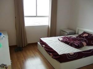 網戸も設置されたベッドルーム