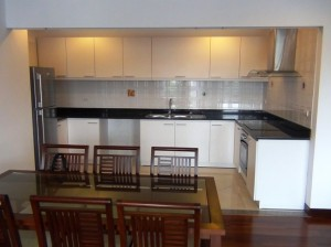 広いキッチンスペース「ビルトインオーブンと4つ口IHは標準です」
