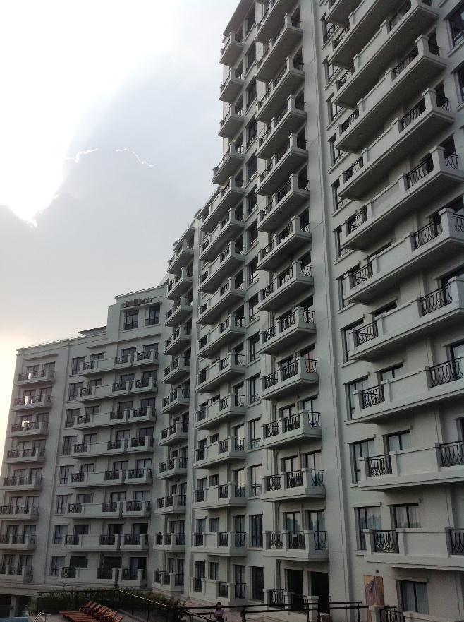 総戸数141戸の大規模サービスアパートです