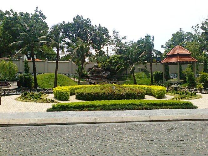 Golden Westlakeの敷地内にある緑地スペース