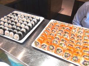 日本人が大好きな巻き寿司ももちろんあります