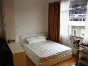 単身者用のベッドですが、結構ゆったりとしたサイズです