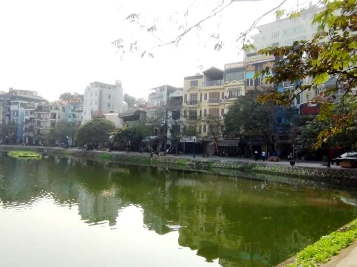 Pham Huy Thong通りはお店以外にサービスアパートも林立しています