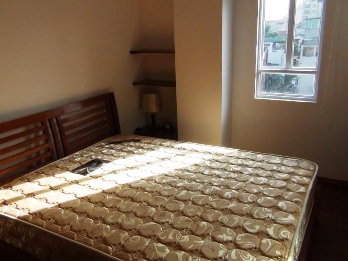 メインベッドルーム「どの部屋も窓がたくさんついて明るいですね」