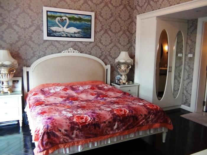 メインベッドルーム「豪華仕様のベッド」